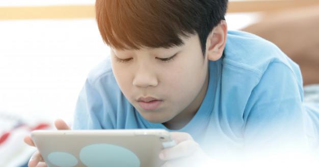 每日頻繁使用手機、平板等3C產品